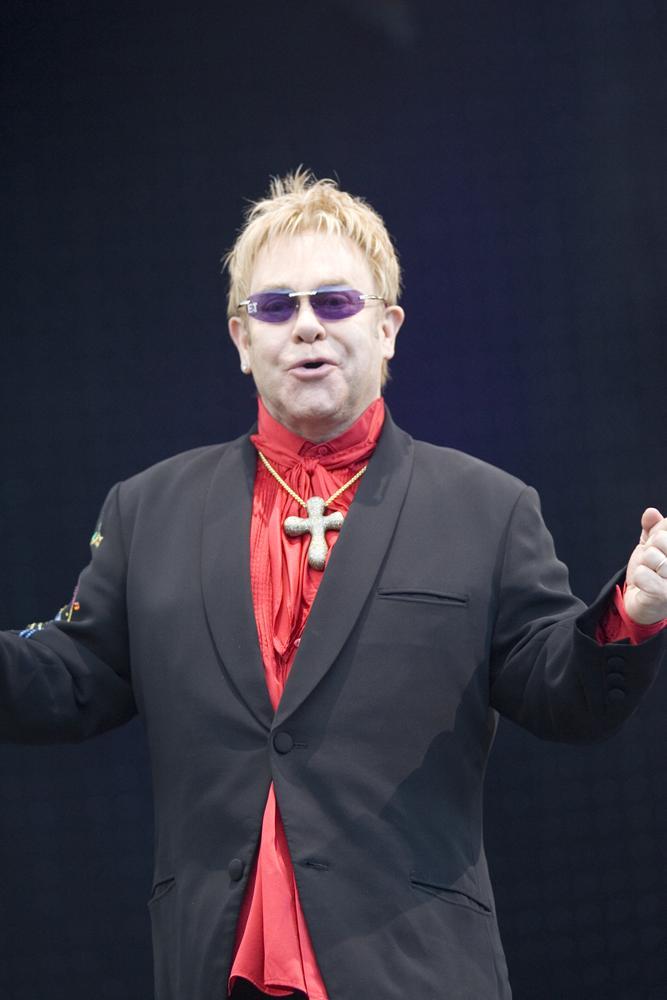 Elton_John_on_stage,_2008