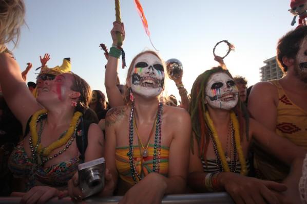Crowd-hangout2012-052012-4739-598x399
