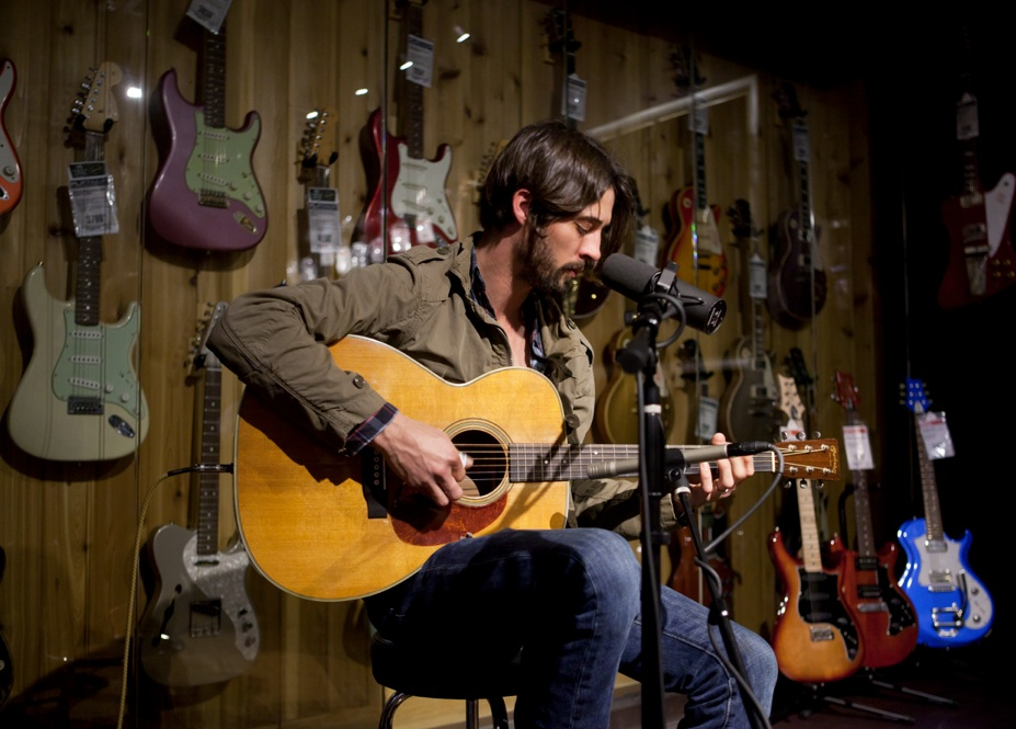 ryan bingham unplugs for guitar center on too deep to fill american songwriter. Black Bedroom Furniture Sets. Home Design Ideas