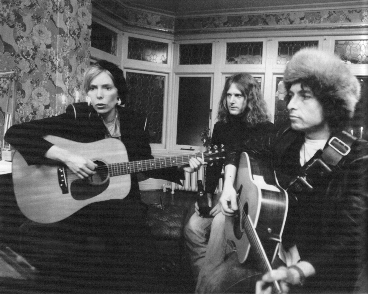 Joni Mitchell Returns Clarifies Dylan Comments American Songwriter