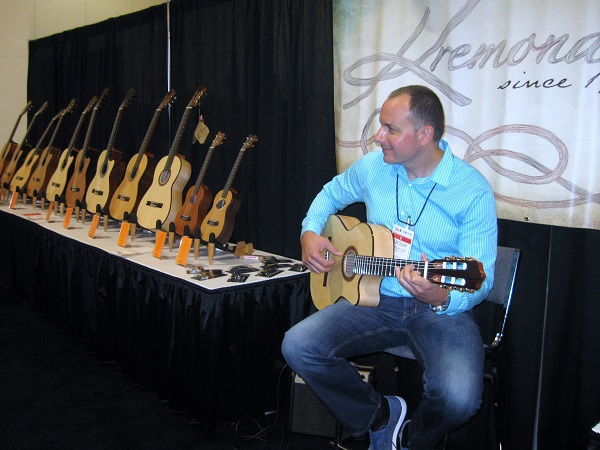 Nikolay Iliev of Kremona Guitars demonstrates a cutaway classical model from this company with operations in several countries.