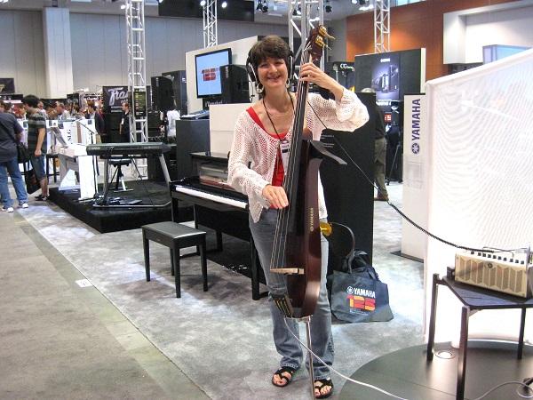 Nashville bassist Tisha Simeral (Brian Ashley Jones, Darrell Scott) demonstrates Yamaha's silent bass.