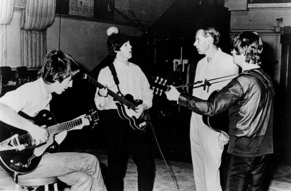 Beatles_and_George_Martin_in_studio_1966