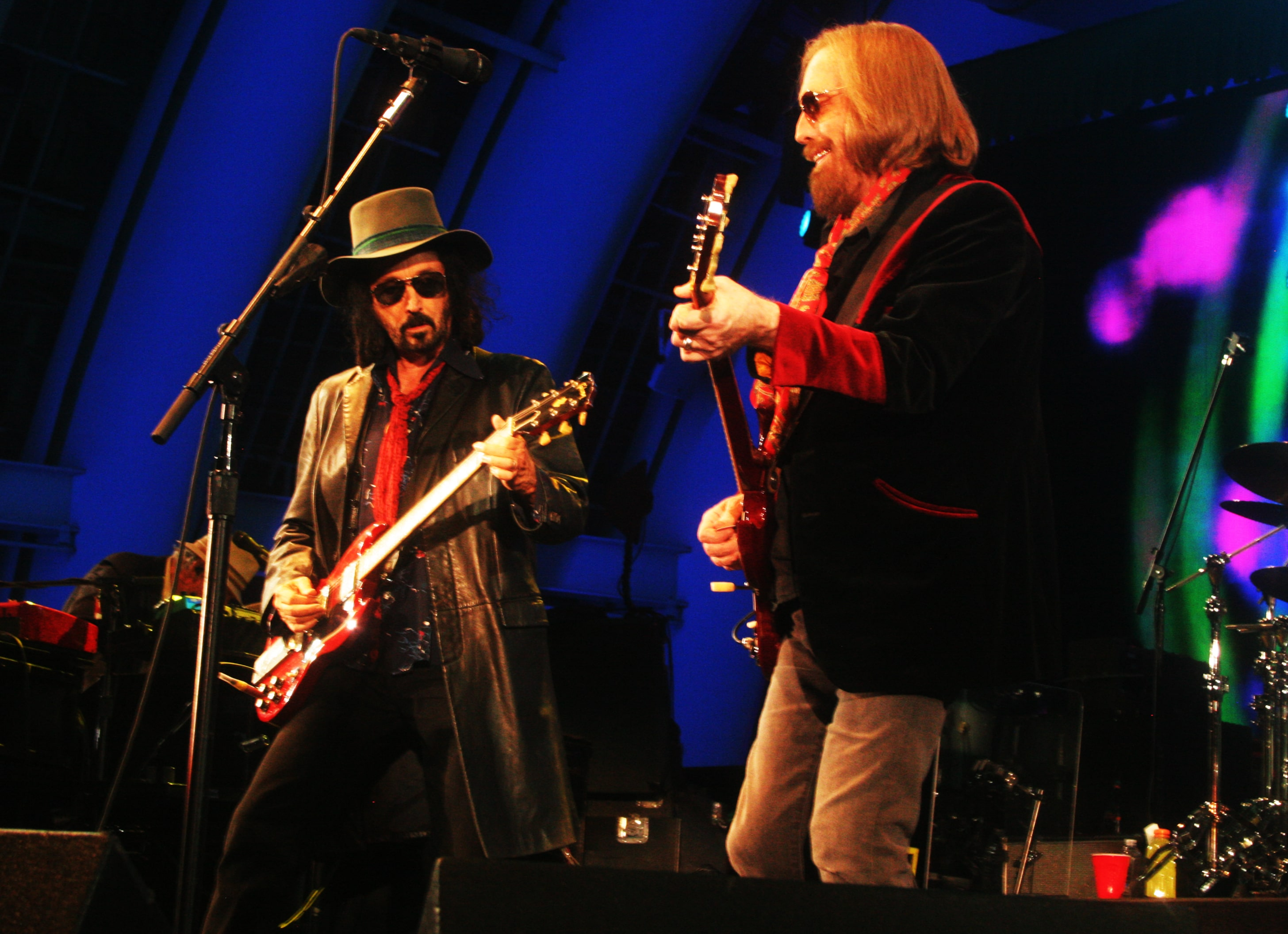 in photos tom petty and the heartbreakers 39 final show at hollywood bowl in los angeles. Black Bedroom Furniture Sets. Home Design Ideas